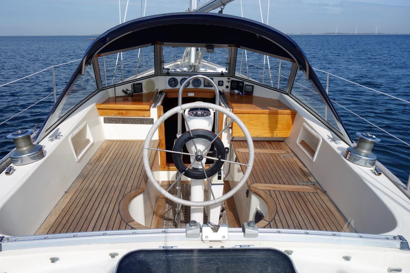 Hallberg-Rassy 352 - House of Yachts